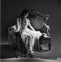 Immeasurably elegant.  Dior  vintage  fashion  1940s dress