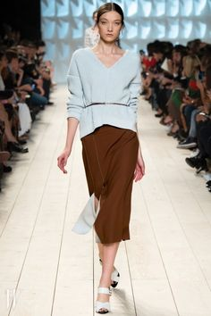 Nina Ricci Lente/Zomer 2015 - Shows - Fashion Fashion Week, Love Fashion, Spring Fashion, Fashion Show, Autumn Fashion, Fashion Outfits, Womens Fashion, Paris Fashion, Vogue