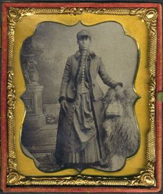REGAL-GYPSY-AFRICAN-AMERICAN-BLACK-WOMAN-VINTAGE-CLOTHES-amp-PURSE-CASED-TINTYPE