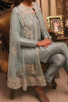Party dress indian fashion styles 35 ideas for 2019 Pakistani Party Wear Dresses, Pakistani Wedding Outfits, Pakistani Dress Design, Indian Dresses, Indian Outfits, Pakistani Designers, Moda Indiana, Pakistani Couture, Frock Design