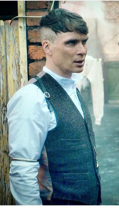 Cillian Murphy as Thomas Shelby Peaky Blinders 💜 Costume Peaky Blinders, Peaky Blinders Suit, Peaky Blinders Thomas, Cillian Murphy Peaky Blinders, Peaky Blinders Hairstyle, Thomas Shelby Haircut, Thomas Shelby Suit, Tommy Shelby Hair, Pelo Hipster