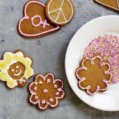 Pilviä, lampaita ja hymynaamoja. Muotoile piparkakkutaikinasta mielikuvituksellisimmat kuviot. #gingerbread #christmascookies Christmas Cookies, Sugar, Desserts, Food, Xmas Cookies, Tailgate Desserts, Deserts, Eten, Postres