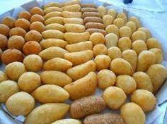 Receita demassa fácil para fazersalgadinhosfritos como coxinha, risólis, bolinha de queijo, etc.  Ingredientes  3 tabletes de caldo de galinha 1 peito de frango cozido 1 litro de