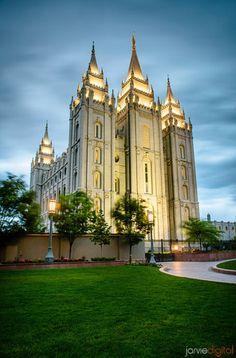 The Church of Jesus Christ of Latter-day Saints (LDS, Mormon). Mormon Temples, Lds Temples, Salt Lake Temple, Salt Lake City Utah, Beautiful Buildings, Beautiful Places, Lds Temple Pictures, Lds Art, Lds Mormon
