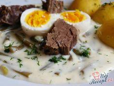 Smetanová omáčka, v ní fantastické křupavé zelené fazolky, k tomu masíčko, vajíčko uvařené na tvrdo a vařené brambory. Jednoduché, chutné, syté a hlavně na oko krásné jídlo, které můžete připravit v neděli k obědu. Nechte se inspirovat. Autor: Naďa I. (Rebeka) No Salt Recipes, Ham, Mashed Potatoes, Menu, Soup, Eggs, Treats, Snacks, Dishes