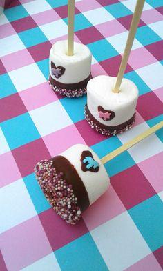 Ideen für die Einhornparty - Leckere bunte Einhorn Marshmallows in wenigen Minuten selbstgemacht! Ein tolles und einfaches Rezept für die Einhornparty! Der Hingucker auf jedem Einhornbüffet! Schokoladen Marshmallows für sie Kinderparty in 2 Minuten selber machen!