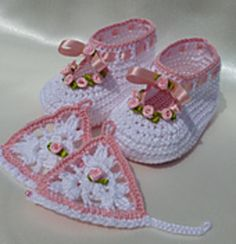 Roses baby christening set..booties and mittens.. Free crochet pattern!