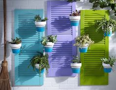 Build these shutter planters to add a burst of glorious color to your patio or porch. We used ordinary window shutters and terra cotta pots from The Home Coastal Farmhouse, Coastal Homes, Coastal Decor, Modern Coastal, Coastal Furniture, Coastal Style, Planter Box Plans, Planter Boxes, Planters