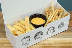 Fries Packaging, Takeaway Packaging, Chip Packaging, Food Packaging Design, Food To Go, Food And Drink, Comida Delivery, Best Chips, Food Truck Design