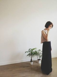 KAAREM // minimalistic // black and white // long skirt // contemporary // fashion