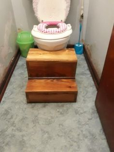 My granddaughter is 3 years old potty training is going quite well however she cannot get onto a normal toilet. So enter grandpa, I made these stairs to help bring her to a more reasonable height for using a normal adult toilet. Make Money Online Surveys, Make Money Online Now, Online Jobs From Home, Woodworking Workshop, Easy Woodworking Projects, Wood Projects, Woodworking Tools, Toddler Toilet, Used Pallets