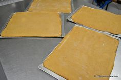 Foi cu miere pentru prajituri reteta pas cu pas. Reteta de foi fragede cu miere si bicarbonat de sodiu pentru prajitura Albinita (Dulcineea), Marlenka sau