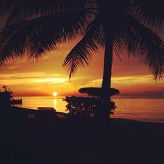 Se a Jamaica não está na sua lista de viagens, você precisa repensa-la. emoji (Pôr-do-sol em Spanish Cove, Jamaica) #turismo #viatorpt