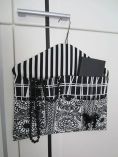 Storage with cloth hanger How To Make Clothes, Diy Clothes, Clothes Hanger, Fabric Bags, Fabric Scraps, Hobbies And Crafts, Diy And Crafts, Crafts To Sell, Padded Coat Hangers