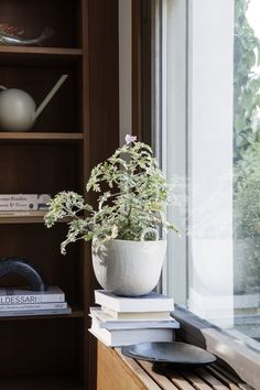 Ferm Living-Vaso in gres porcellanato Speckle smaltato bianco sporco Design Bestseller, Fourth Wall, Kartell, Organic Form, Burke Decor, Small Plants, Dinner Table, Recycled Materials, Decoration