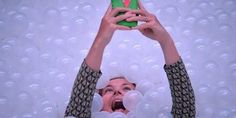 Peut-on devenir dépendant à son smartphone ?  Le téléphone portable rend-il plus performant ?  La multiplication des écrans amoindrit-elle notre capacité de concentration ?   Peut-on faire face à la surcharge d'informations et de sollicitations ?   Sommes-nous pour autant réellement plus performants grâce aux smartphones ? Notre cerveau est-il capable de réaliser plusieurs tâches à la fois ?...     La recherche est encore balbutiante sur les effets de l'hyperconnexion aux smartphones, un…