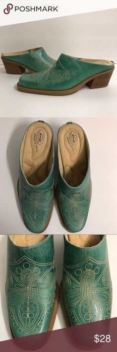 """Dr Scholls 7.5 Green Embroidered Shoes Mules Heel Size 7.5M. Very light wear with a darker green spot on side of one shoe. 2"""" Heel. Memory fit cushion. Made of leather upper. Dr. Scholl's Shoes Mules & Clogs"""