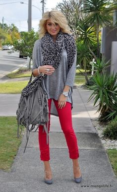 red denim w/ grey outfit. Love this outfit! Red Jeans Outfit, Grey Outfit, Red Pants, Fall Winter Outfits, Autumn Winter Fashion, Casual Outfits, Fashion Outfits, Fashion Scarves, Work Outfits