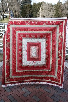 Blodd Money Outside by interchangeableparts, via Flickr. Great quilt. I'd like to do something similar. More red on the inside, white mid-ring, red outside.