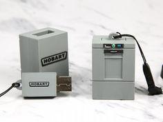 Individuell: Spülmaschine als USB-Stick  Nichts kann für ein Produkt besser werben, als das Produkt selbst. Wenn das Produkt aber groß ist - wie beispielsweise ein Spülautomat - dann kann das auch eine Miniaturform mit USB-Stick. Auf den Stick können dann Produktinfos, Kataloge und Videos aufgespielt werden. Ein großer Mehrnutzen für den Werbeartikel.