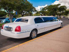 Honolulu, hawaii - 2 Şubat: beyaz streç limuzin sevice Düğün çifti için - Stok İmaj #12390808