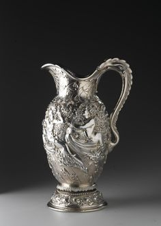 Silver water pitcher or ewer: USA, New York, by Tiffany. Vintage Silver, Antique Silver, Tiffany And Co, Tiffany Outlet, Silver Water, Glass Gemstone, Antique Lamps, New Art, Metal Working