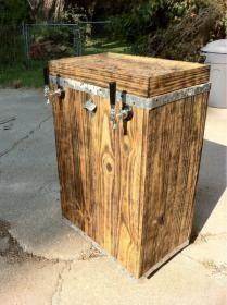 Freestanding Kegerator / DIY Kegerator (complete trash can design) Beer Keg, Beer Taps, Beer Brewing, Home Brewing, Keg Fridge, Wine Making Equipment, Alcohol Dispenser, Diy Kegerator, Chest Freezer