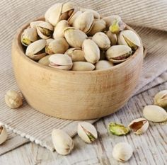 What is the Nutritional Composition of Pistachio? Pistachios belong to nuts, among with almonds and walnuts, and they are one of the f. Healthy Tips, Healthy Habits, Healthy Snacks, Healthy Eating, Healthy Recipes, Healthy Cooking, Pistachio Health Benefits, Danette May, Snack Recipes