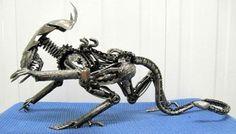 Alien Queen. Arte a partir de viejas partes de autos.