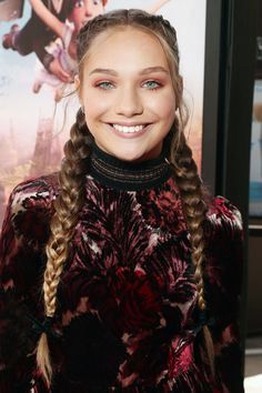 """Maddie Ziegler Photos - Actress/dancer Maddie Ziegler attends the Weinstein Company's """"LEAP!"""" at The Grove on August 2017 in Los Angeles, California. - The Weinstein Company's 'LEAP!' Premiere at The Grove in Los Angeles Dance Moms Dancers, Dance Moms Girls, Maddie Ziegler, Rose Gold Eyeshadow, Maddie And Mackenzie, Boxer Braids, Teen Girl Poses, Mom Pictures, Rose Gold Hair"""