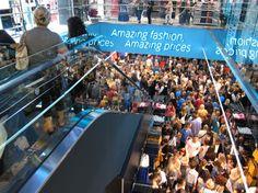 Eröffnung des ersten Primarks in Berlin, http://www.style.de/news/events/in-berlin-eroffnete-gestern-der-erste-primark-der-stadt/