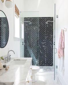 43 Beautiful Black Marble Bathroom Design To Looks Classy - Home Design Bathroom Renos, Bathroom Layout, Bathroom Interior, Bathroom Ideas, Bathroom Goals, Design Bathroom, Tile Design, Bathroom Storage, Bathroom Organization