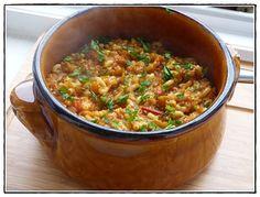 recette - Coquillettes express au thermomix      150 g de coquillettes     1 boîte de confit de ratatouille     1 gousse d'ail     1 oignon     1 courgette     1 carotte      huile d'olive     250 g d'eau     sel et poivre du moulin     persil