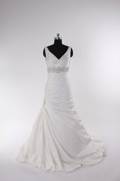 organza floor-length bridal gown with dropped waist,wedding dresses