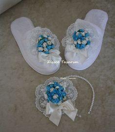 Mavi Beyaz Çiçekli Lohusa Tacı ve Lohusa Terliği | Hobinisat Baby Girl Accessories, Projects To Try, Crochet, Crafts, Shoes, Maternity, Brooch, Cook, Flower Fabric