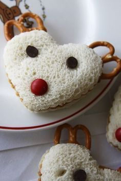 """Sandwiches – Kid Friendly Holiday Lunch -- it says """"Kid Friendly"""", bu. -Reindeer Sandwiches – Kid Friendly Holiday Lunch -- it says """"Kid Friendly"""", bu. Holiday Snacks, Christmas Snacks, Christmas Goodies, Holiday Recipes, Christmas Christmas, Christmas Cooking, Christmas Ideas For Kids, Holiday Parties, Christmas Pizza"""