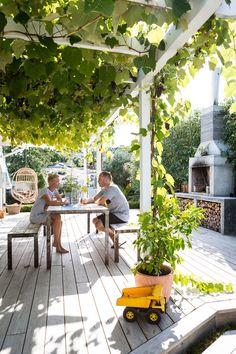 Eclectic garden. Homestyle magazine