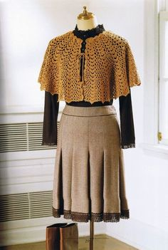 Crochet Cape. Has pics of the diagram (no written pattern), but all text in Japanese...