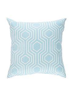 Tyyny, jossa painettu graafinen kuvio. Pehmeää tekomokkaa. Koko 45x45 cm. Polyesteriä, akryyliä ja elastaania. Pesu 30°.