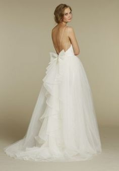 i absolutely love the back of this dress.