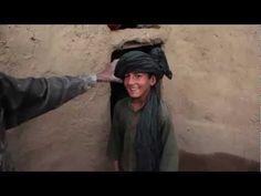 Afghanistan - Noor woont in een vluchtelingenkamp. Vandaag gaat hij boodschappen doen.