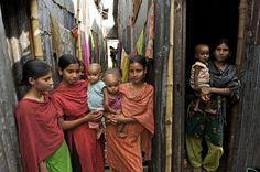 © UNICEF/BANA2009-00826/Shehzad Noorani. Niñas y madres