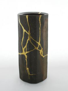 Extensive traditional kintsugi repair. Found on The Kintsugi facebook page    https://www.facebook.com/pages/Kintsugi/454162941350178