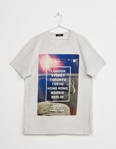 Camiseta 'Cities'. Descubre ésta y muchas otras prendas en Bershka con nuevos productos cada semana