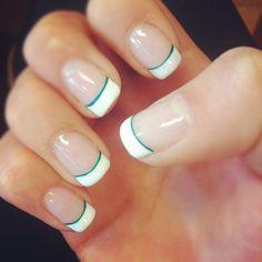 Uñas sencillas blanco y verde - Simple nails white and green