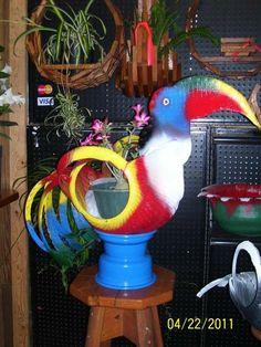 Happy big bird on rim.