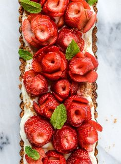 5 ingredient strawberry rose tart. Cookies   butter for the crust, Mascarpone   sugar for the filling, and strawberries cut into roses. Eeeep! What a beautiful and easy recipe for Valentines.