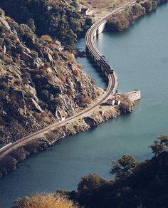 Up river #douro. The most fantastic train line in Portugal. #ceroulada