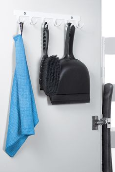 Hakenleiste mit 6 Haken optimal für den Putzschrank. Gute Platzausnutzung im Putzschrank. #Putzschrank #Ordnung #Putzlappen #peka Bathroom Hooks, Ikea, Closet, Ikea Co