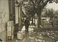 Vendedores de frutas - Febrero 1963 - Mar del Plata - Haynes Publishing Company Archive //Programa Archivos en Peligro - Biblioteca Británica // Endangered Archives Program -British Library